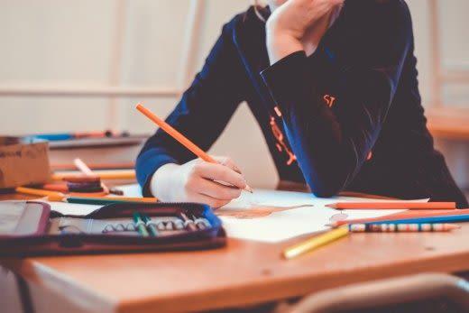 勉強する子ども
