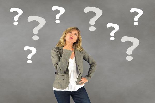 さまざまな疑問を抱える女性