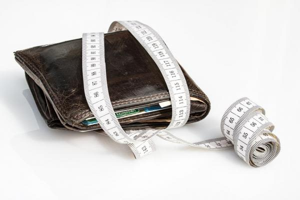 財布とメジャー