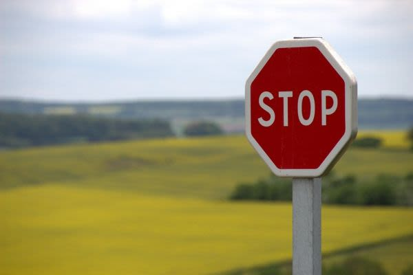 立ち止まって受験のリスクを知るための看板