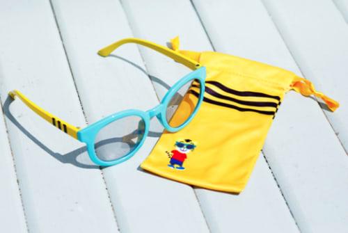 紫外線から目を守るキッズサングラス