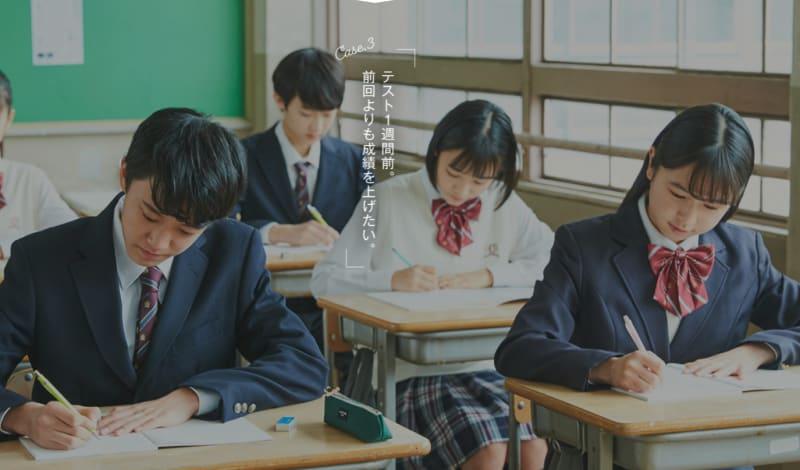 テスト前に授業を受ける中学生