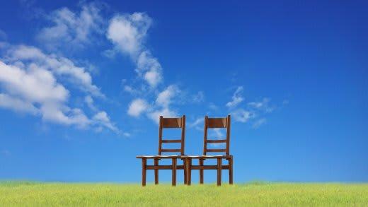 青空と椅子