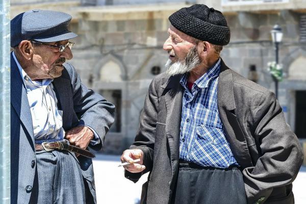 年配の二人