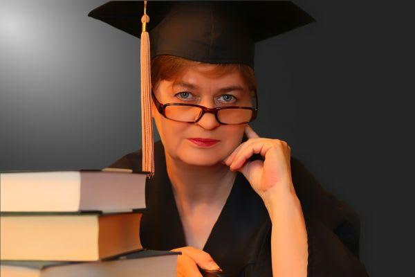 卒業生の女性