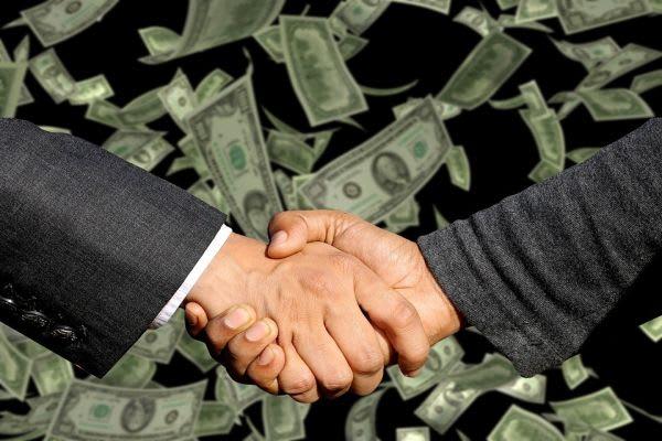 握手とお金