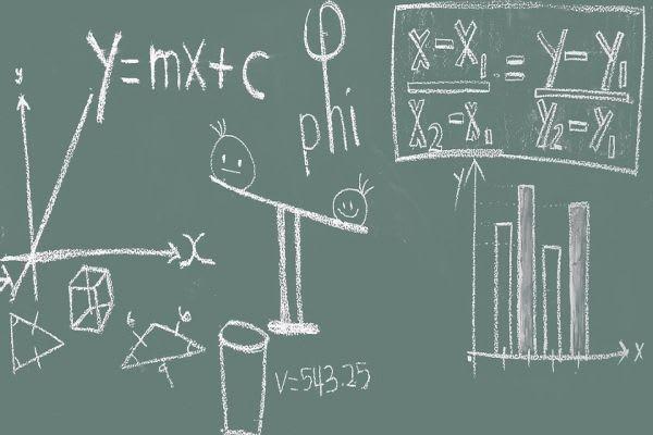 黒板に書かれた授業内容