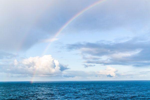 海と虹の画像