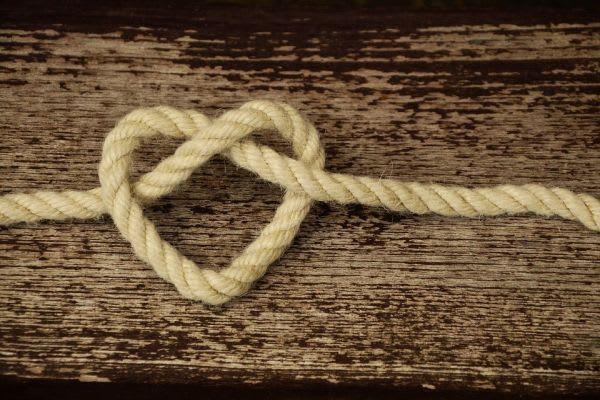 ハート形の紐