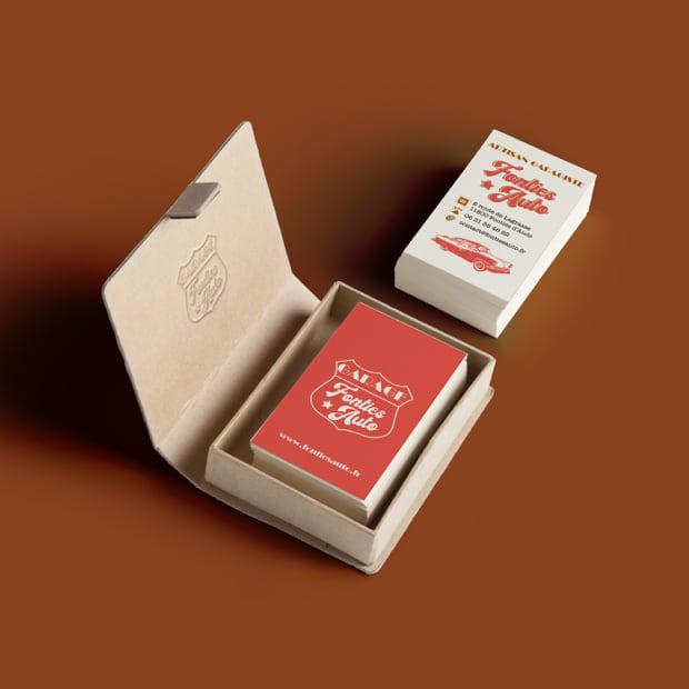 cartes de visite du garage dans un écrin en cuir