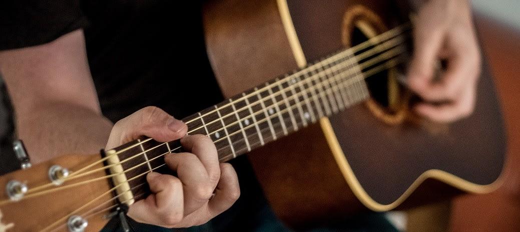 tips dan trok bermain gitar