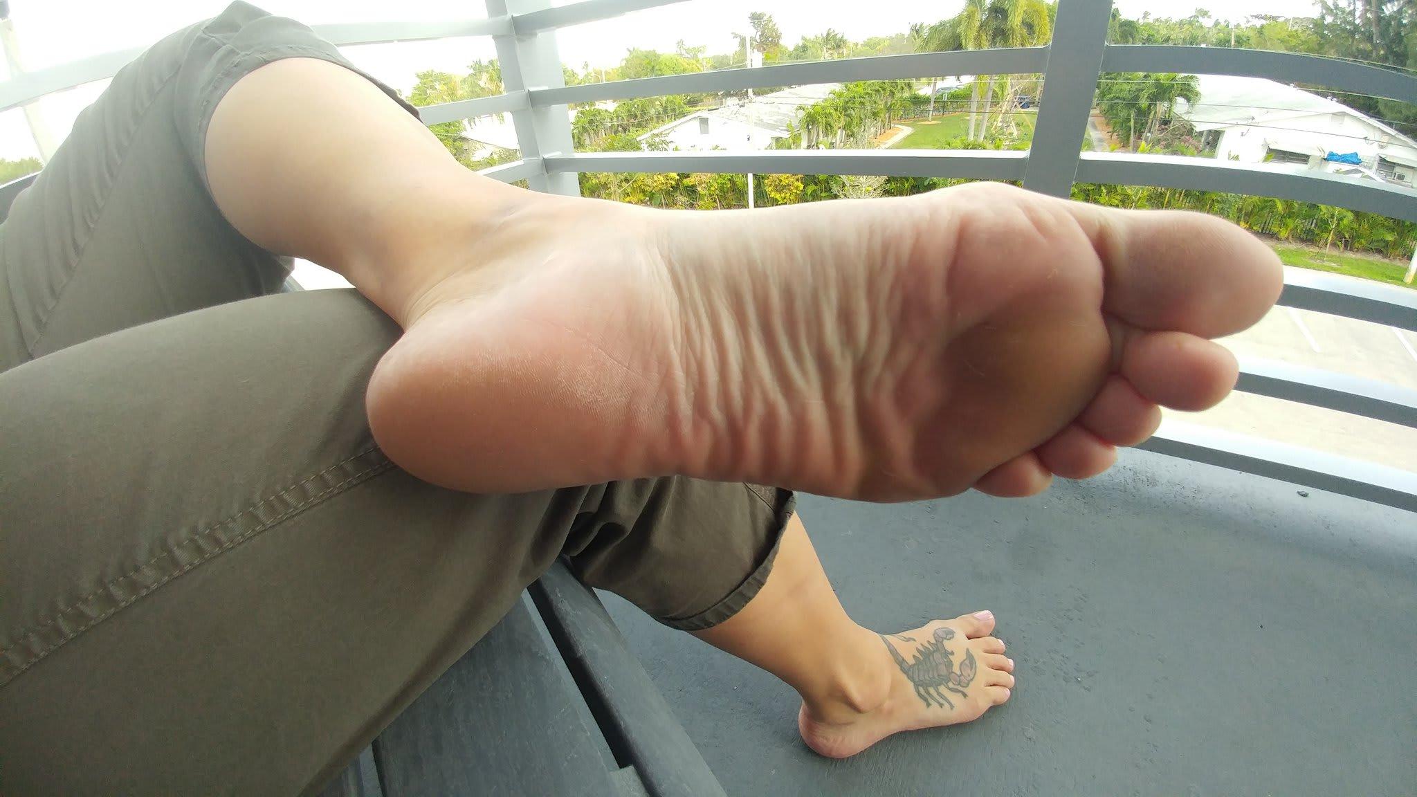 [Image Gallery] Giselle (Online Discipline) Feet | Berlin Feet