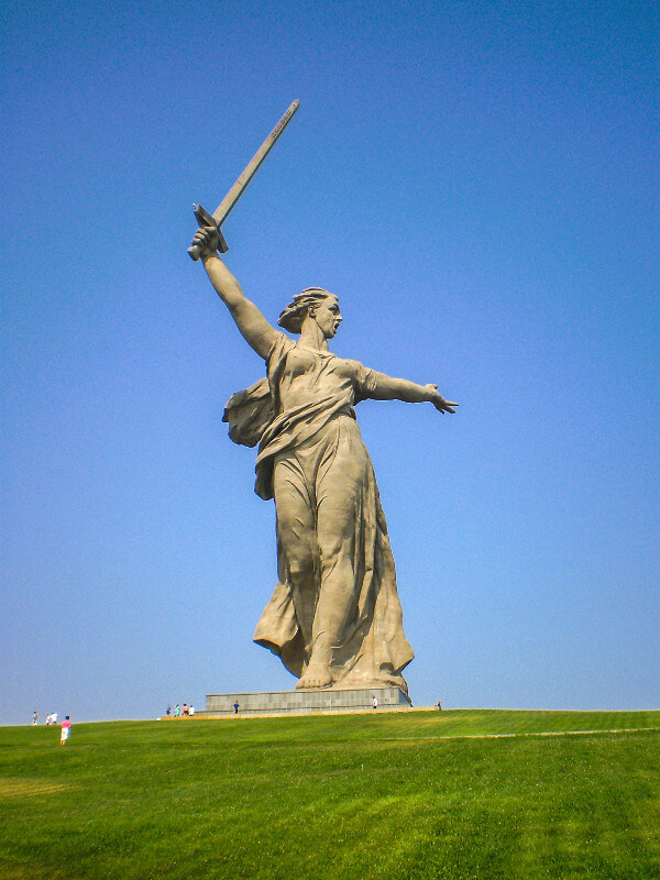 Communist statue The Call of the Motherland