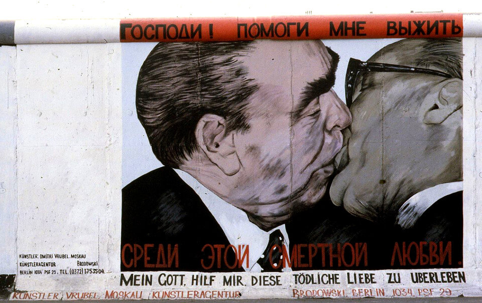 East Side Gallery Kiss