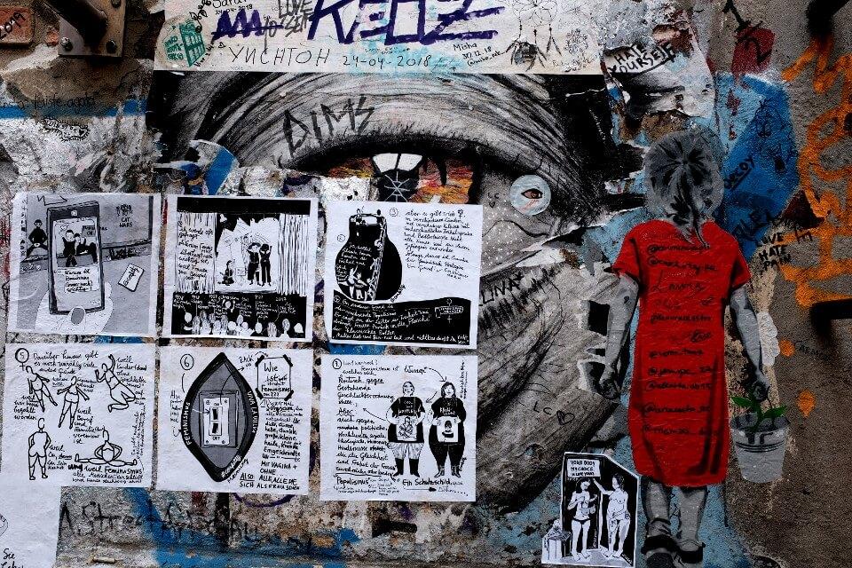 haus schwarzenberg street art alley berlin