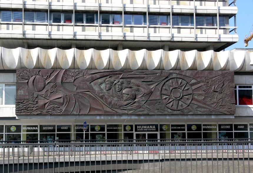 Relief am Haus des Reisens Alexanderplatz