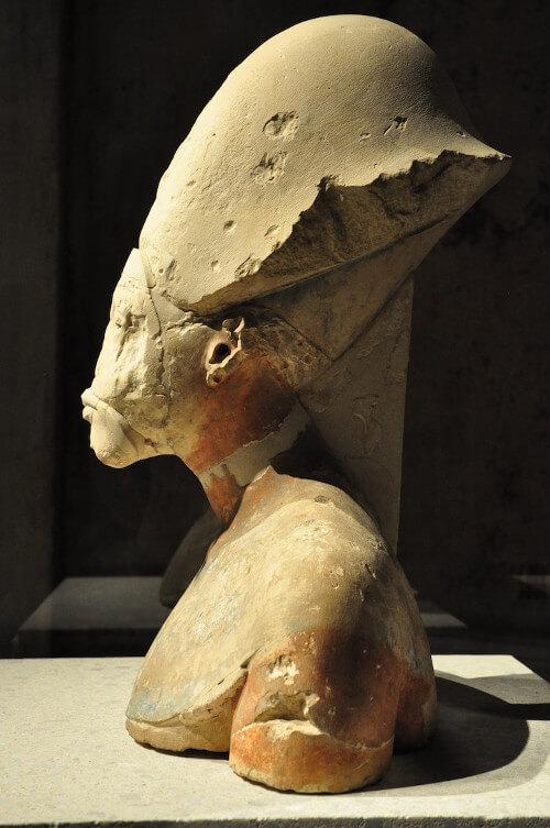 old sculpture nefertiti