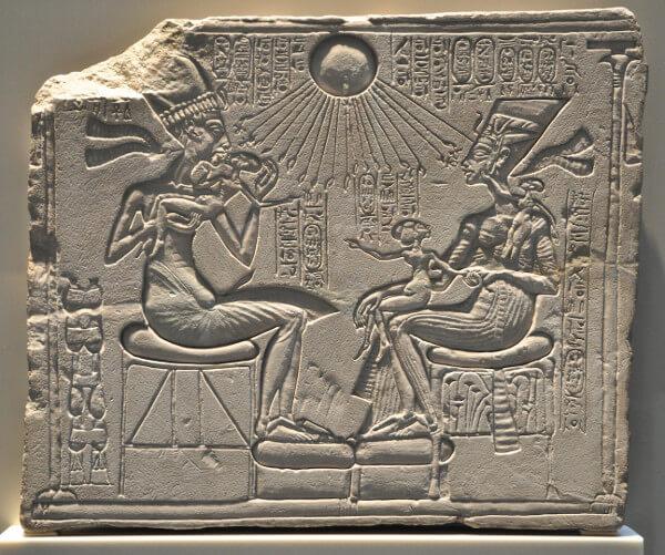 nefertiti Akhenaten relief