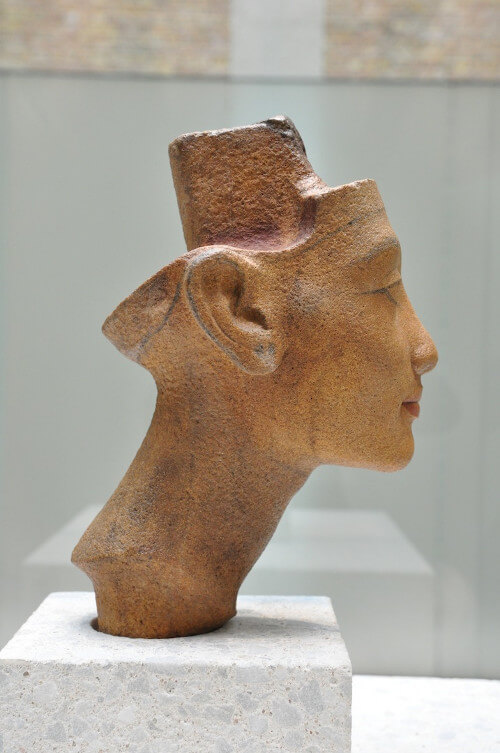 Nefertiti sculpture