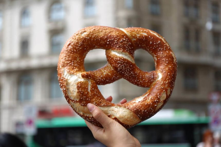 🥨 We have Found the Best Pretzels in Berlin !! 🥨