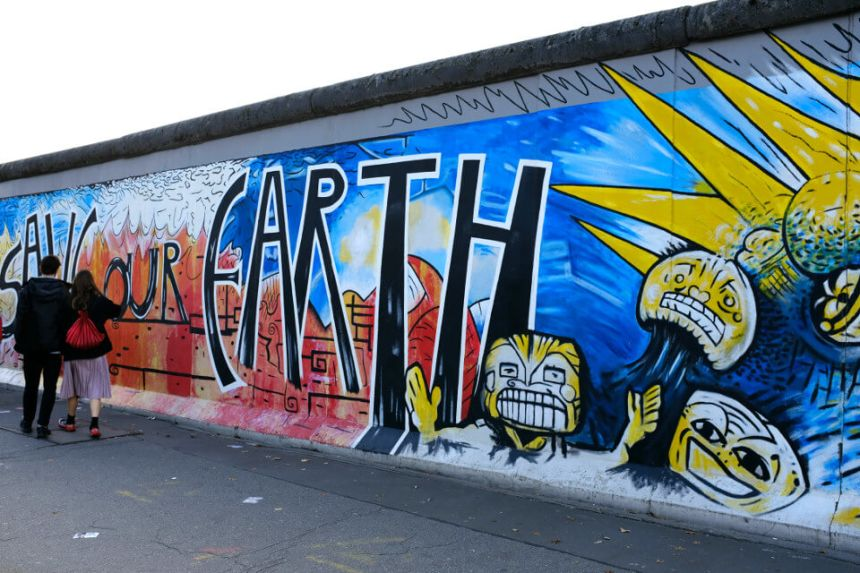 East Side Gallery in Berlin: The 10 Most Famous Murals!