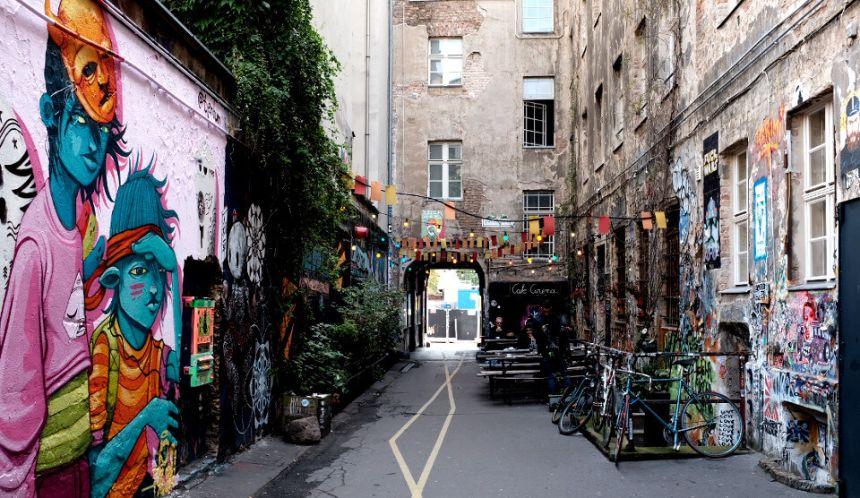 Haus Schwarzenberg: Street Art Alley in Berlin Mitte