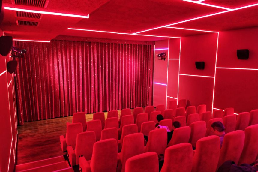 A Pop Style Cinema in Berlin Charlottenburg: Delphi Lux