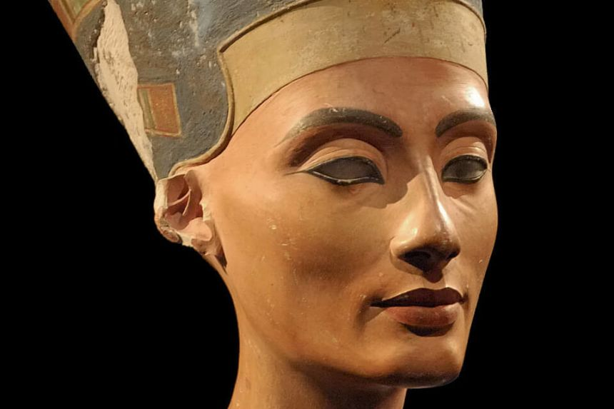 Nefertiti Bust in Berlin (Neues Museum) - Art & History