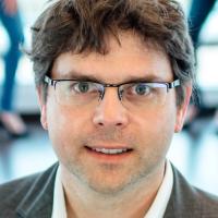 Priv.- Doz. Dr. med. Dr. med. dent. Philipp Streckbein