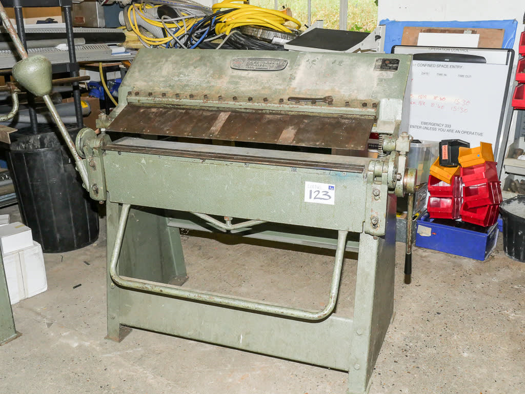 F J Edwards Model 316 B&P - Manual Box & Pan Folding Machine on Sale Now at  GE Events