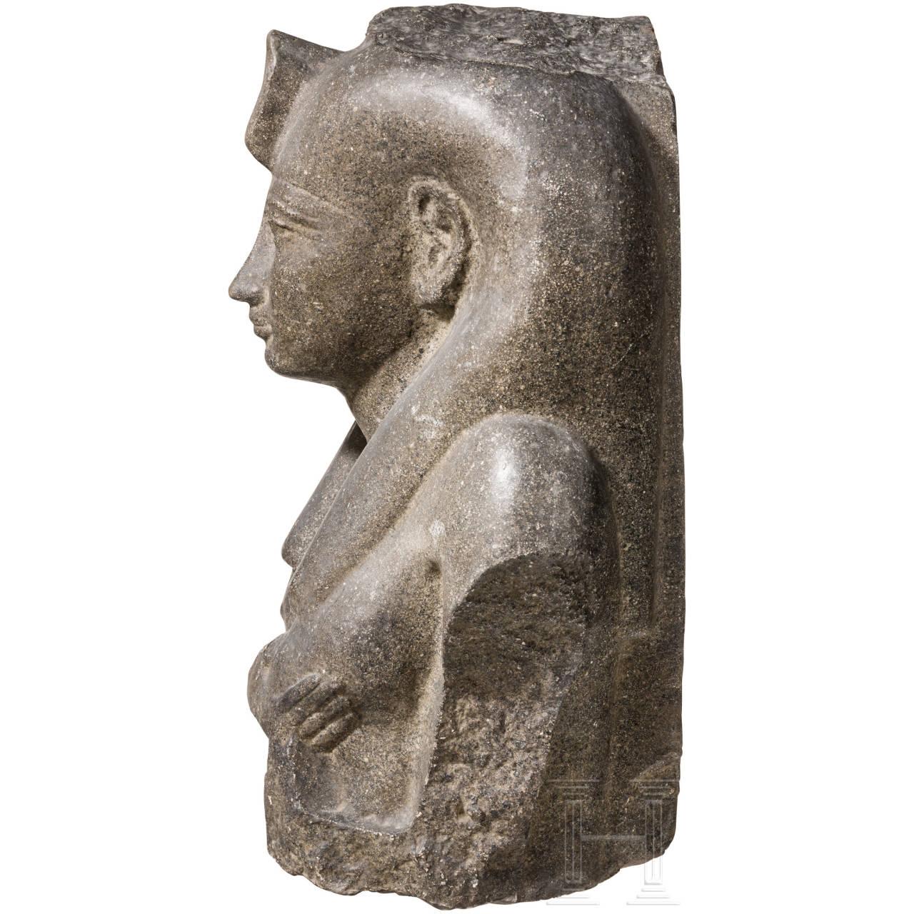 Dekorativer Abguss eines altägyptischen Isis-Standbildes