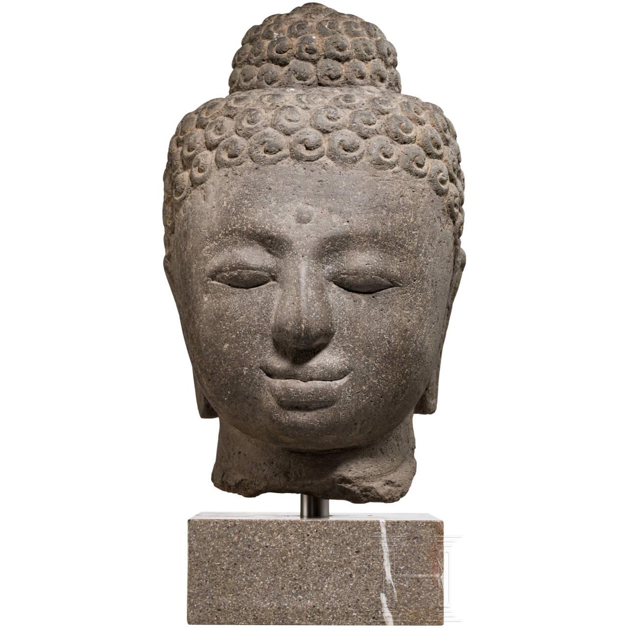 Großer Buddha-Kopf aus Vulkangestein, Borobudur/Java, 9. Jhdt.