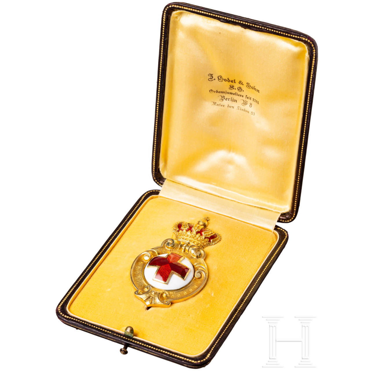 An excellently crafted Bulgarian Badge of Honour of the Red Cross Society in Gold