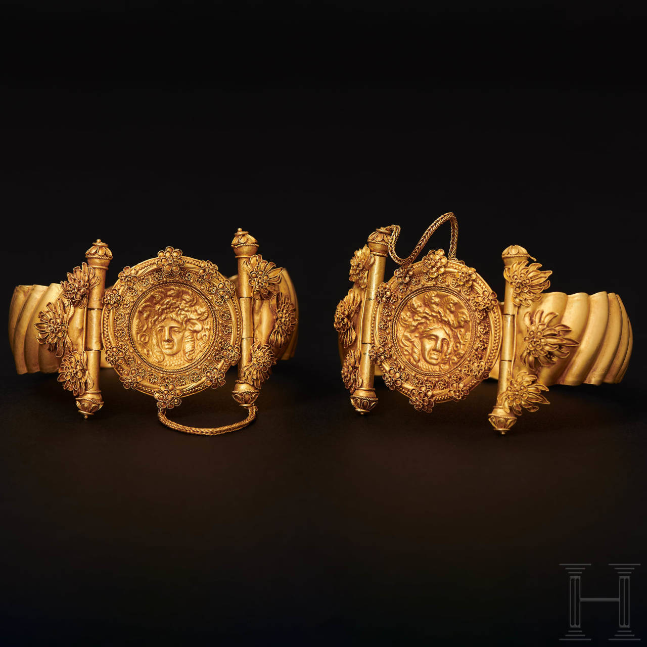 An elegant pair of finely worked, early Hellenistic gold bracelets, 4th - 3rd century B.C.