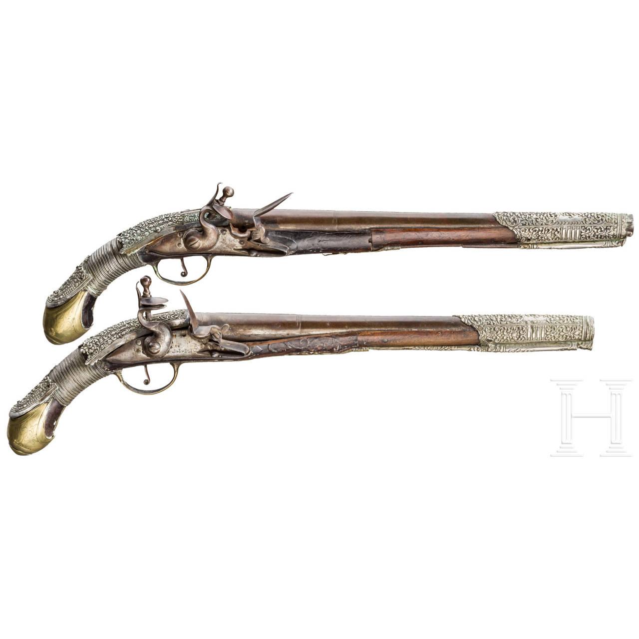 Ein Paar lange silbermontierte Steinschlosspistolen, balkantürkisch, 19. Jhdt.