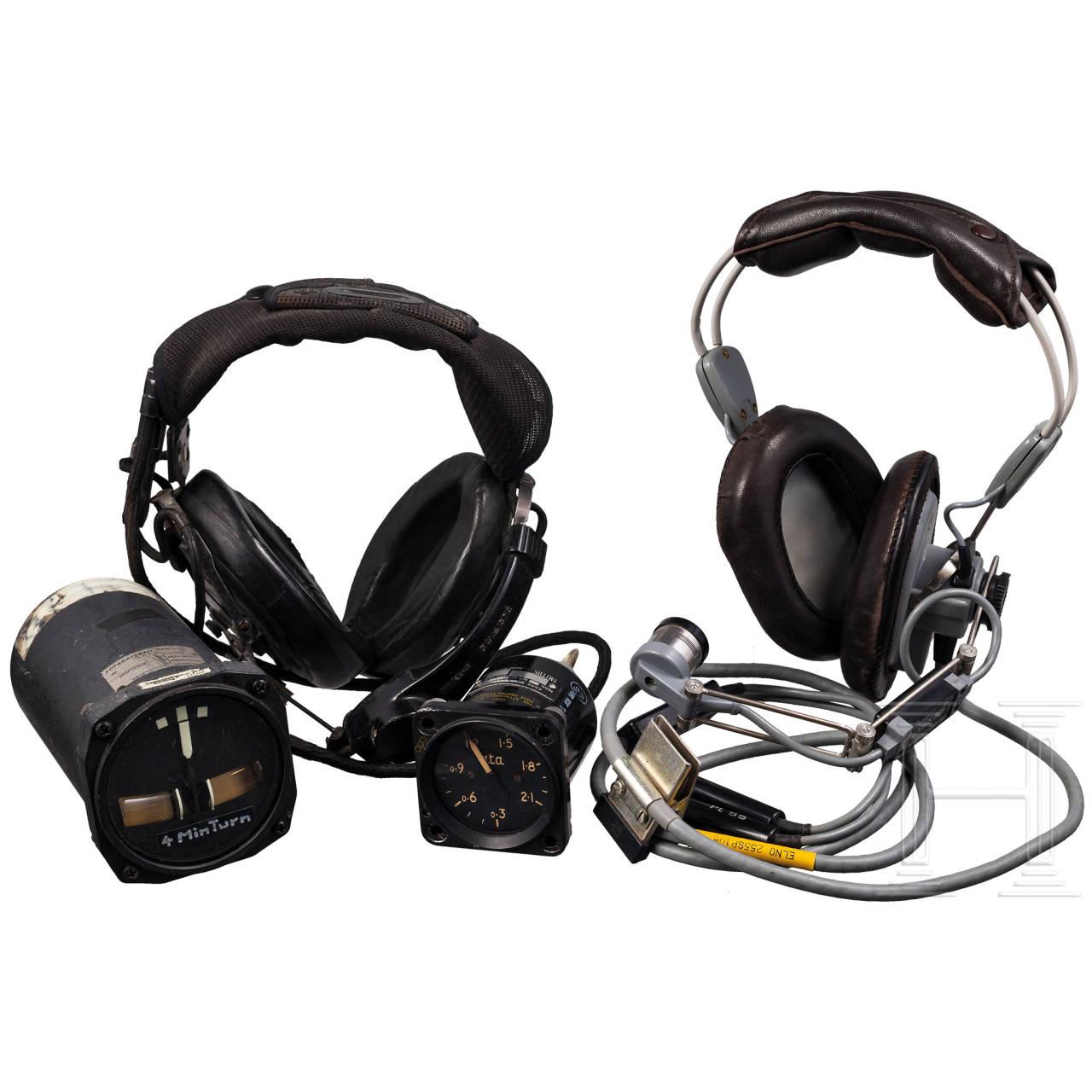 Zwei Headsets, zwei Bordinstrumente, teilweise britisch, 2. Hälfte 20. Jhdt.