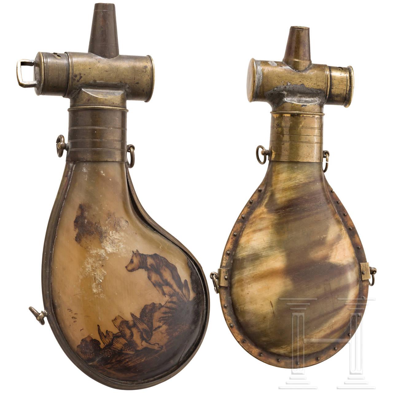 Zwei jagdliche Pulverflaschen, 1. Hälfte 19. Jhdt.