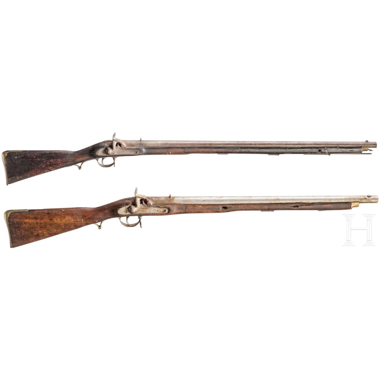 Zwei Infanteriegewehre, ähnl. Pattern 1842, Kolonialfertigung, Mitte 19. Jhdt.