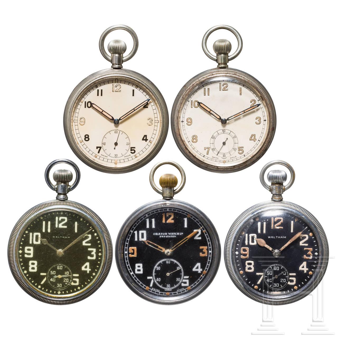 Fünf Dienstuhren der britischen Armee