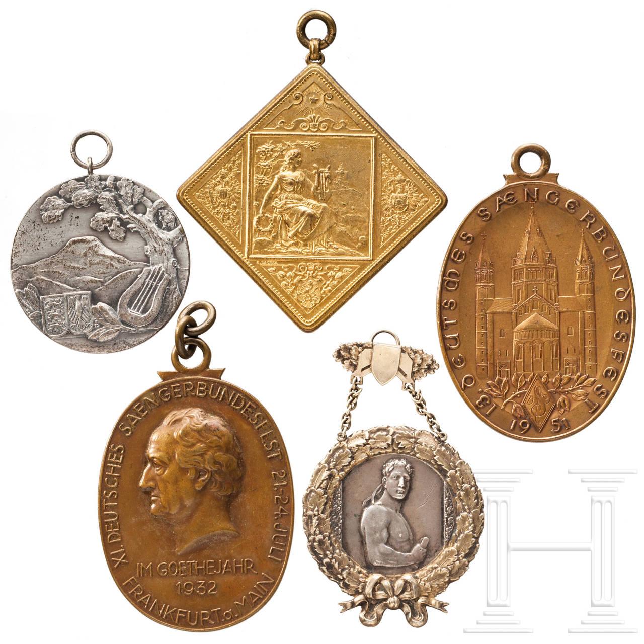 Fünf große Medaillen und Plaketten Deutscher Sänger-Bundesfeste