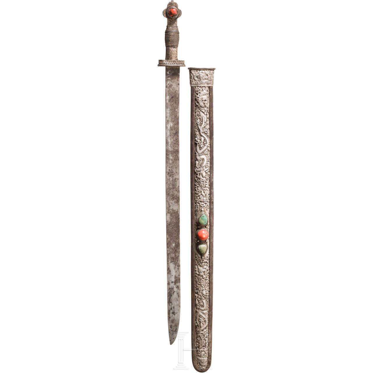 Silbermontiertes, korallen- und türkisbesetztes Schwert, Tibet, 18./19. Jhdt.