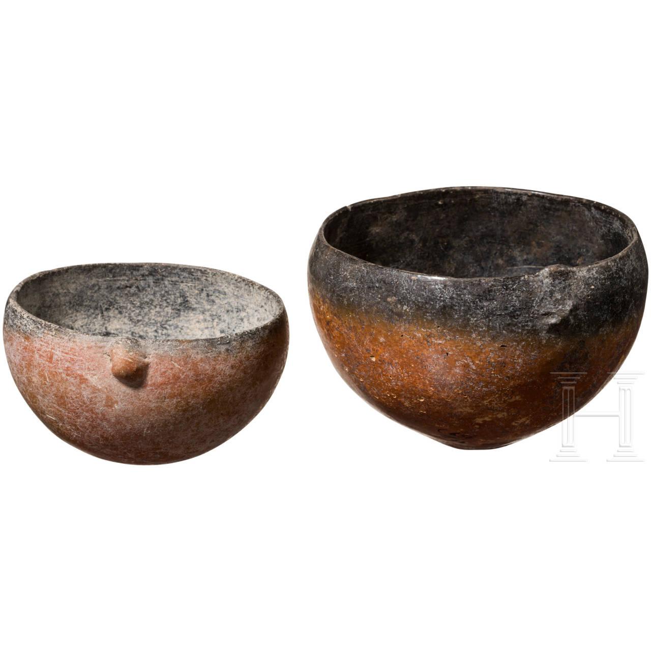 Zwei halbkugelige Schalen, Zypern, 2075 - 1725 v. Chr.