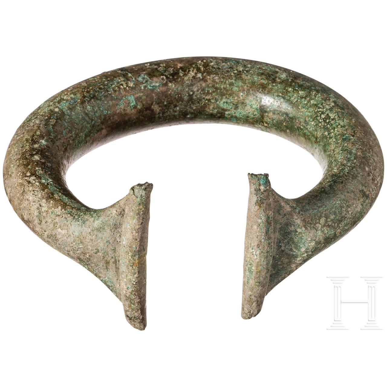 Massiger Ringbarren in Form eines Armreifs, Bronzezeit, 2. Jtsd. v. Chr.
