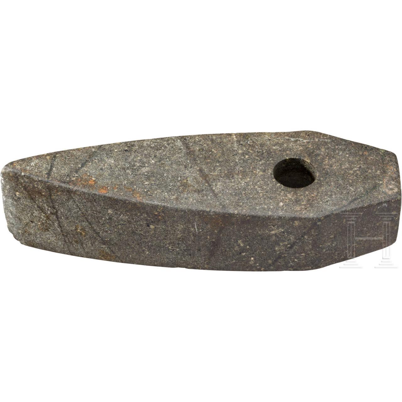 Fünfeckige Steinaxt, jüngere bis späte nordische Bronzezeit, 1100 - 550 v. Chr.