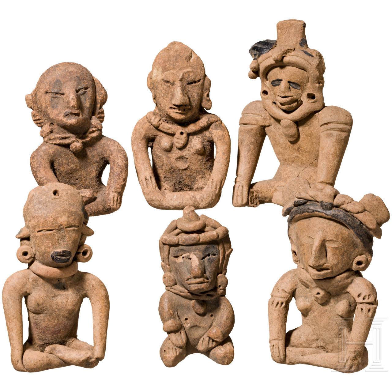 Gruppe von sechs sitzenden Terrakottafiguren, West-Mexiko