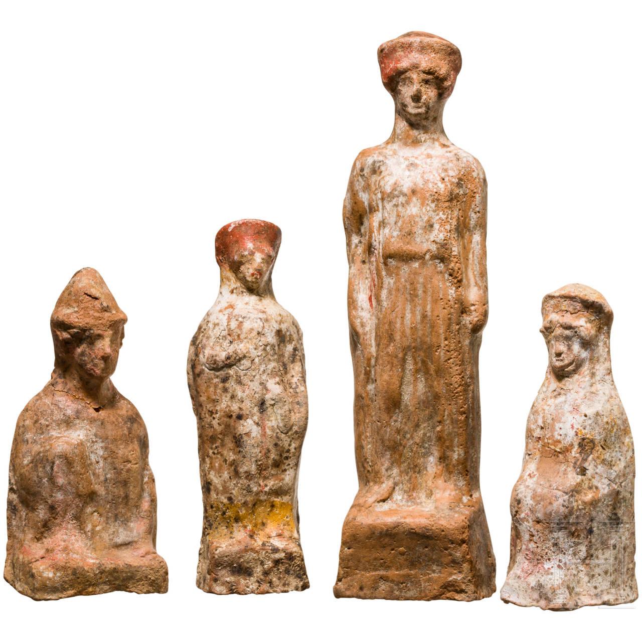 Gruppe von vier Terrakotta-Statuetten, griechisch-römisch