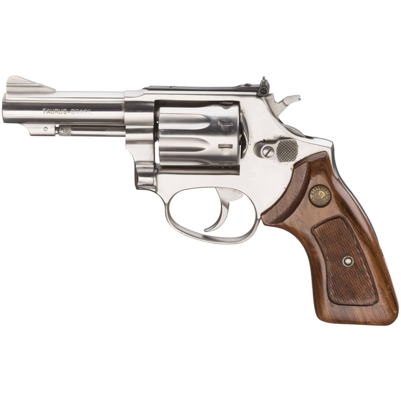Taurus-Revolver mit Holster
