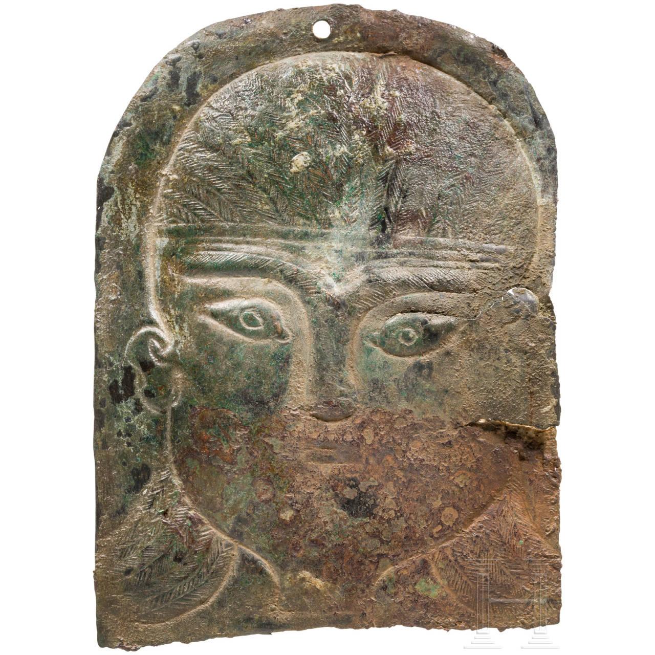 Fein ziseliertes Votivblech mit Kopf, urartäisch, 8. Jhdt. v. Chr.