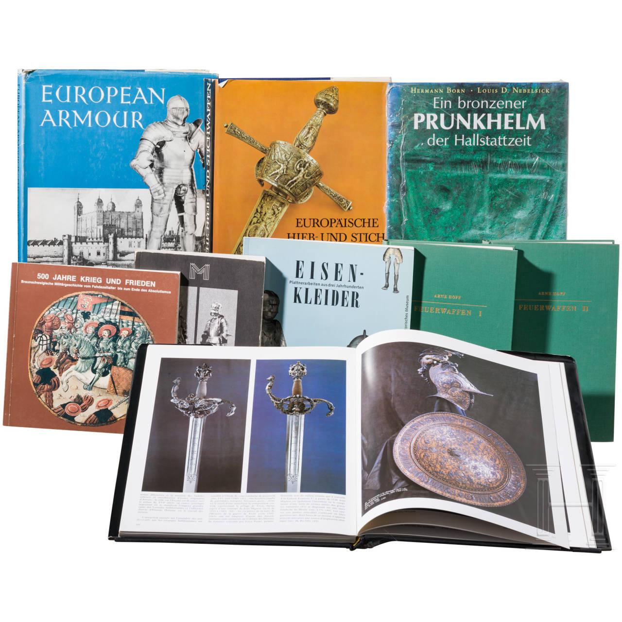 Bücherkonvolut zum Thema europäische Schutz-, Blank- und Feuerwaffen, Spätmittelalter und Frühmoderne