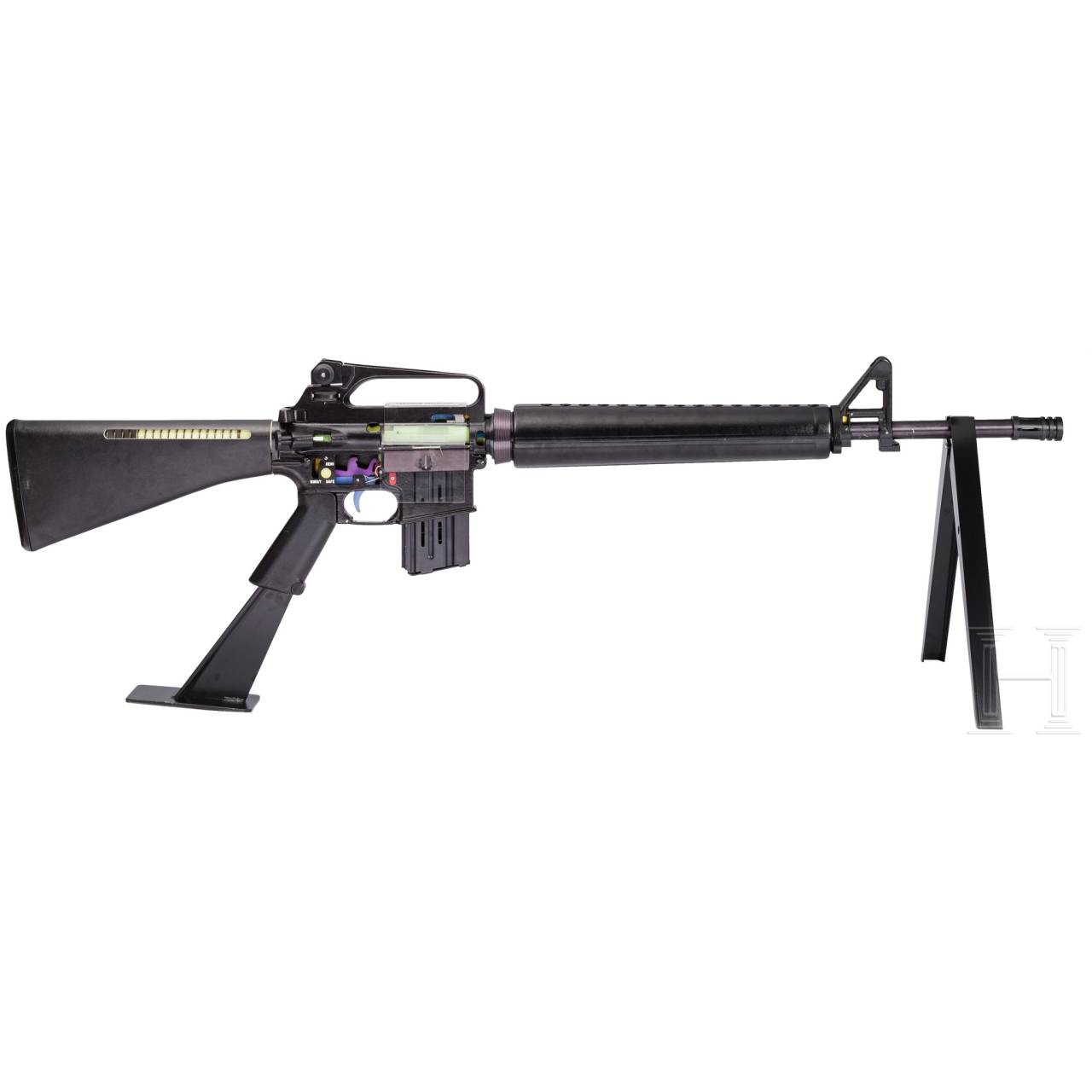 A 2:1 oversized M16 A2 trainings model of the US Army